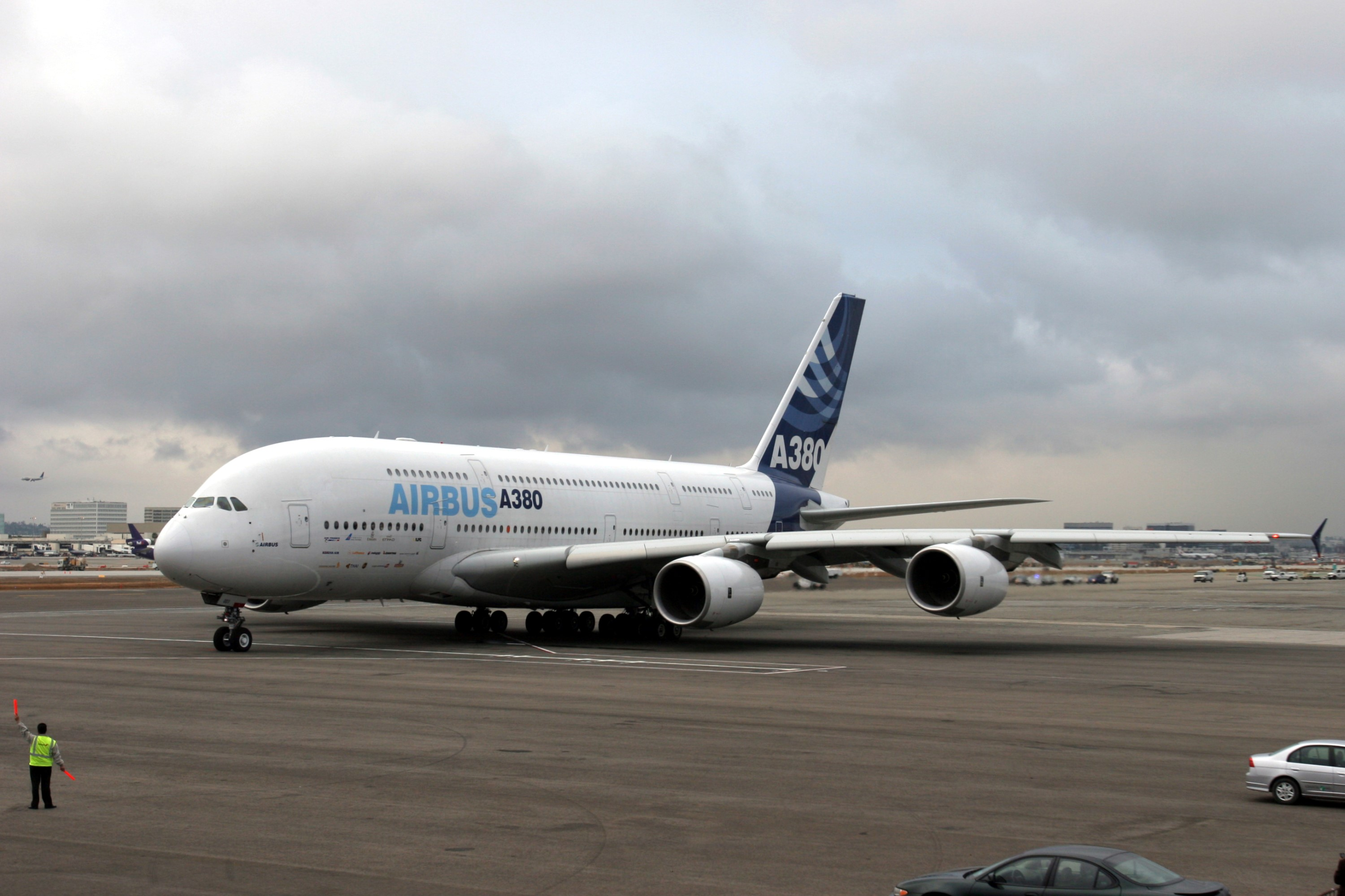 Airbus A380-800, high-capacity airliner on