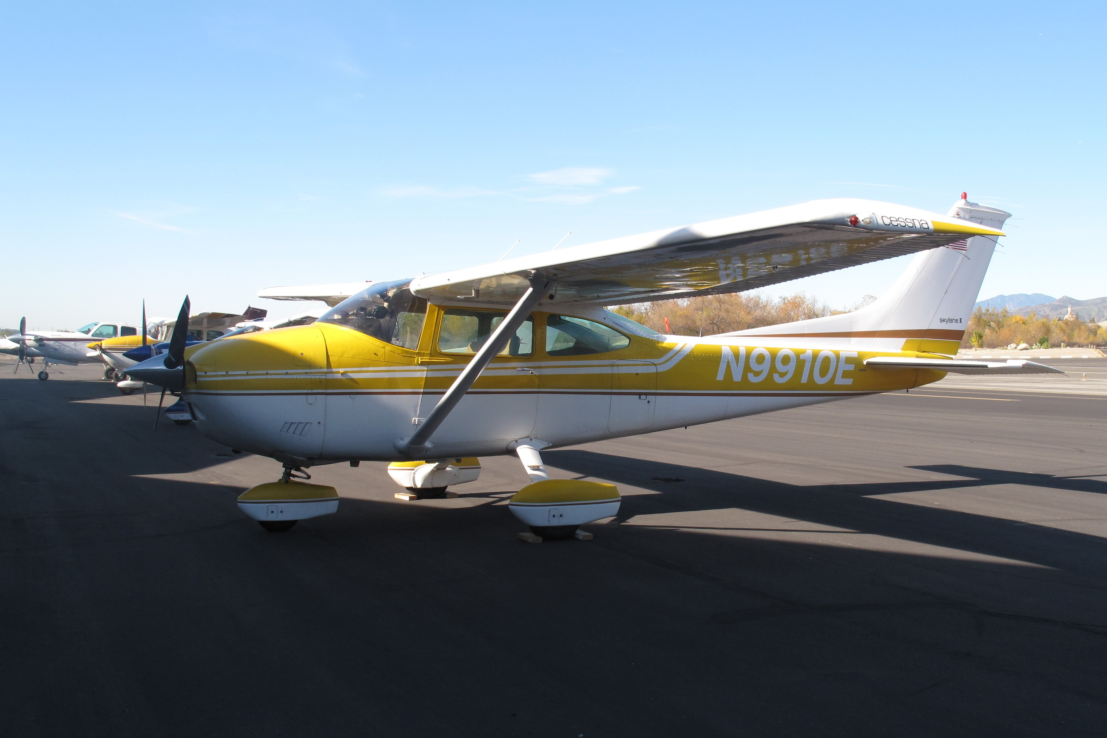 Cessna 182P Skylane, Single-engine four-seat fixed tricycle-gear