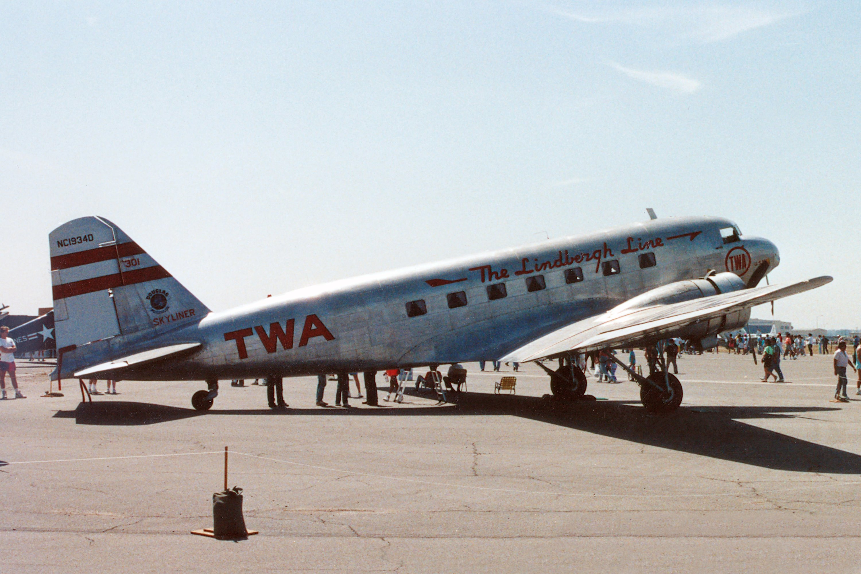 Douglas DC-2 Skyliner, Two-eng...