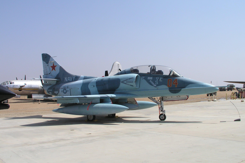 Douglas TA-4J Skyhawk specifications and photos