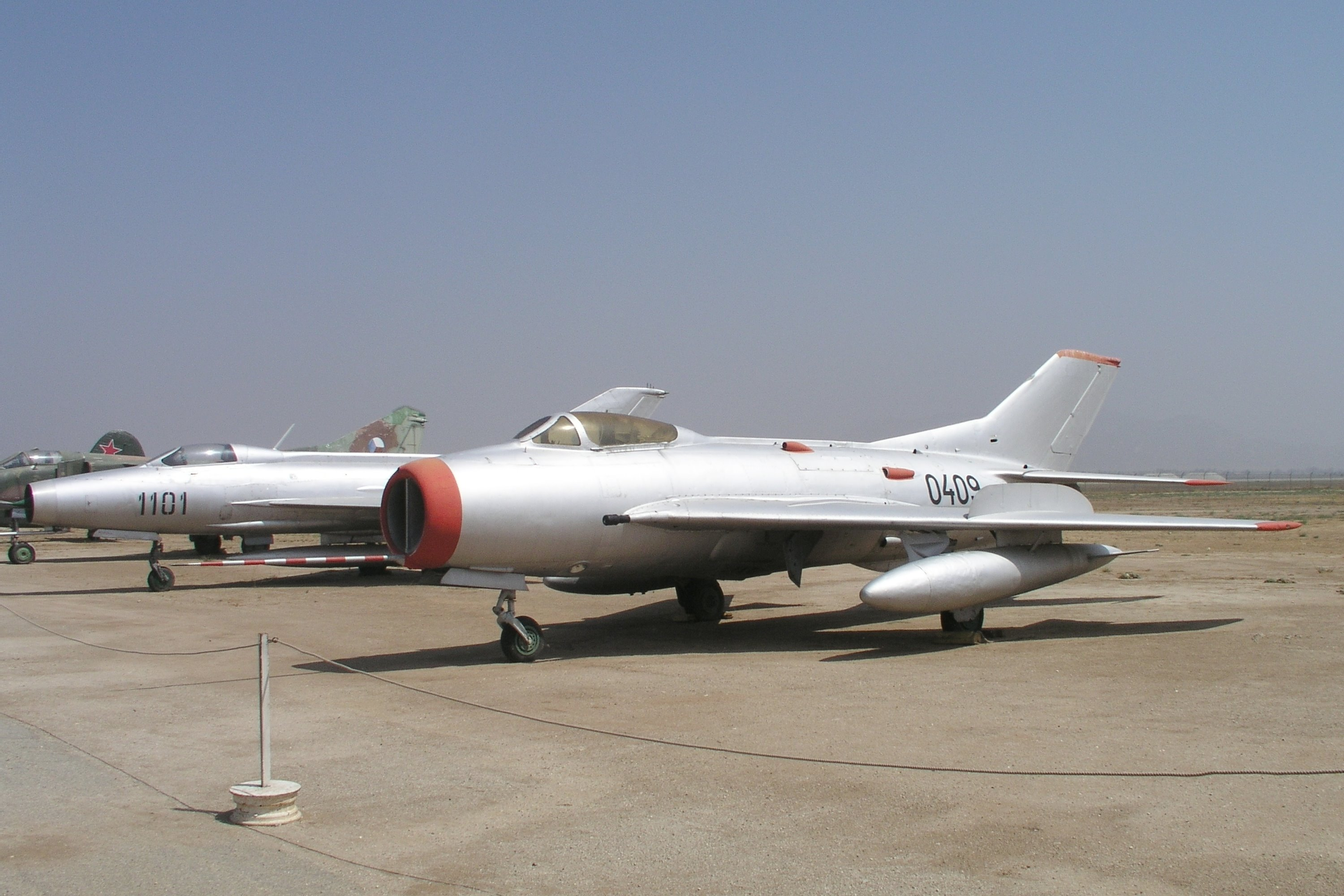 Mikoyan-Gurevich MiG-19S Farmer-D specifications and photos