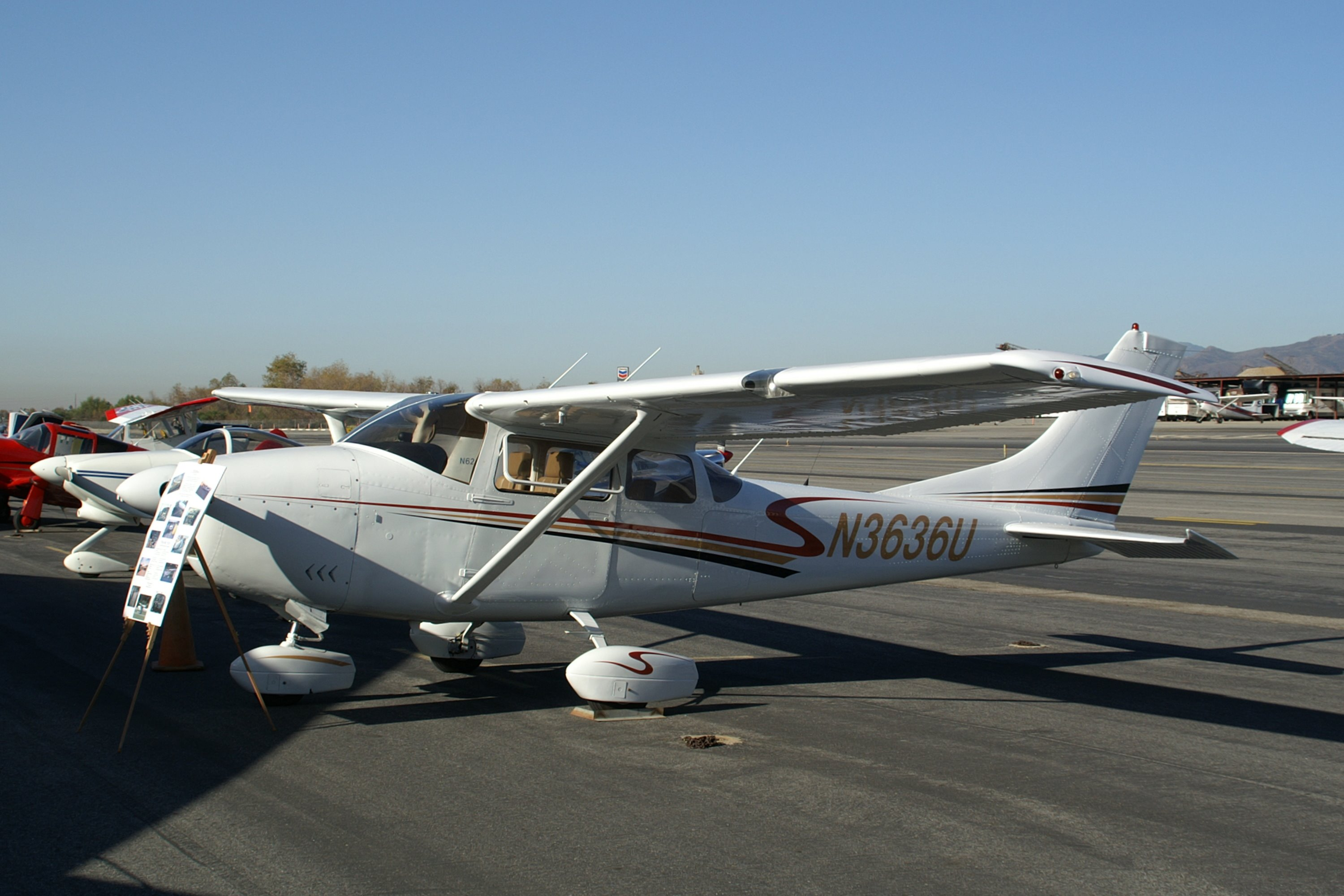 Cessna 182 Photos, History, Specifications and Performance Data