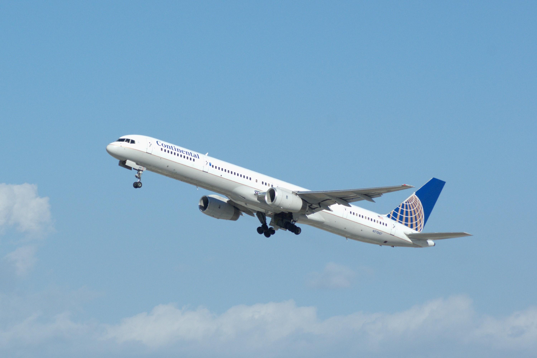 boeing 757-33n, n77867, c/n 32592/1008, continental airlines, photo © 2007  skytamer images by john shupek
