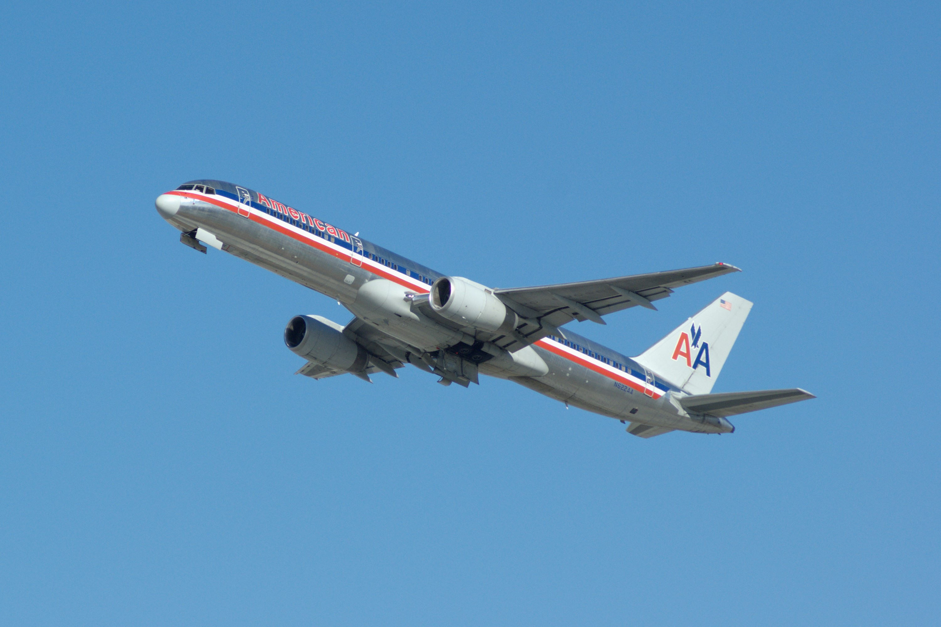 Efficiency and reliability in American: Boeing 757 94