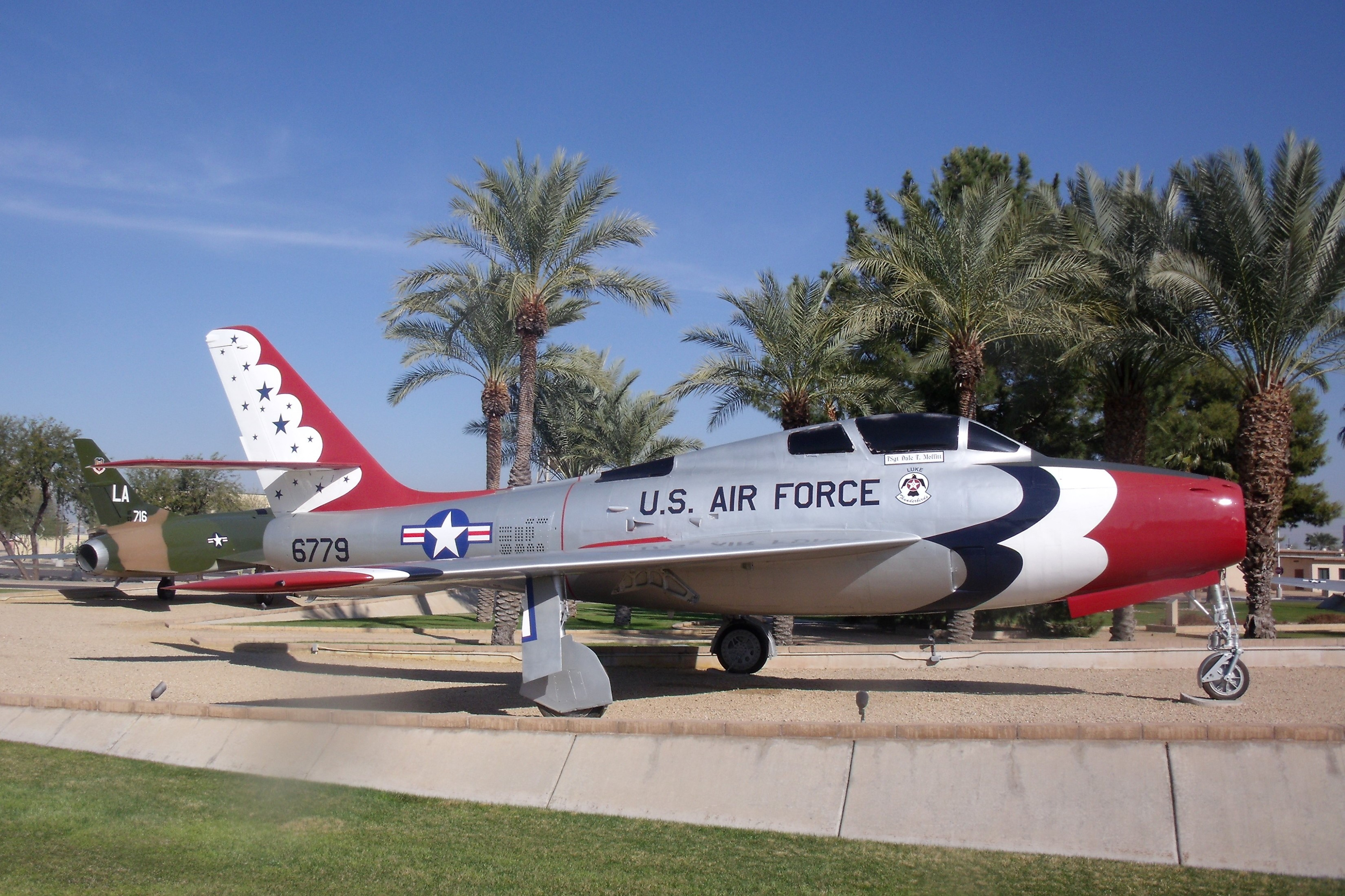 Republic F 84f Thunderstreak Specifications Performance