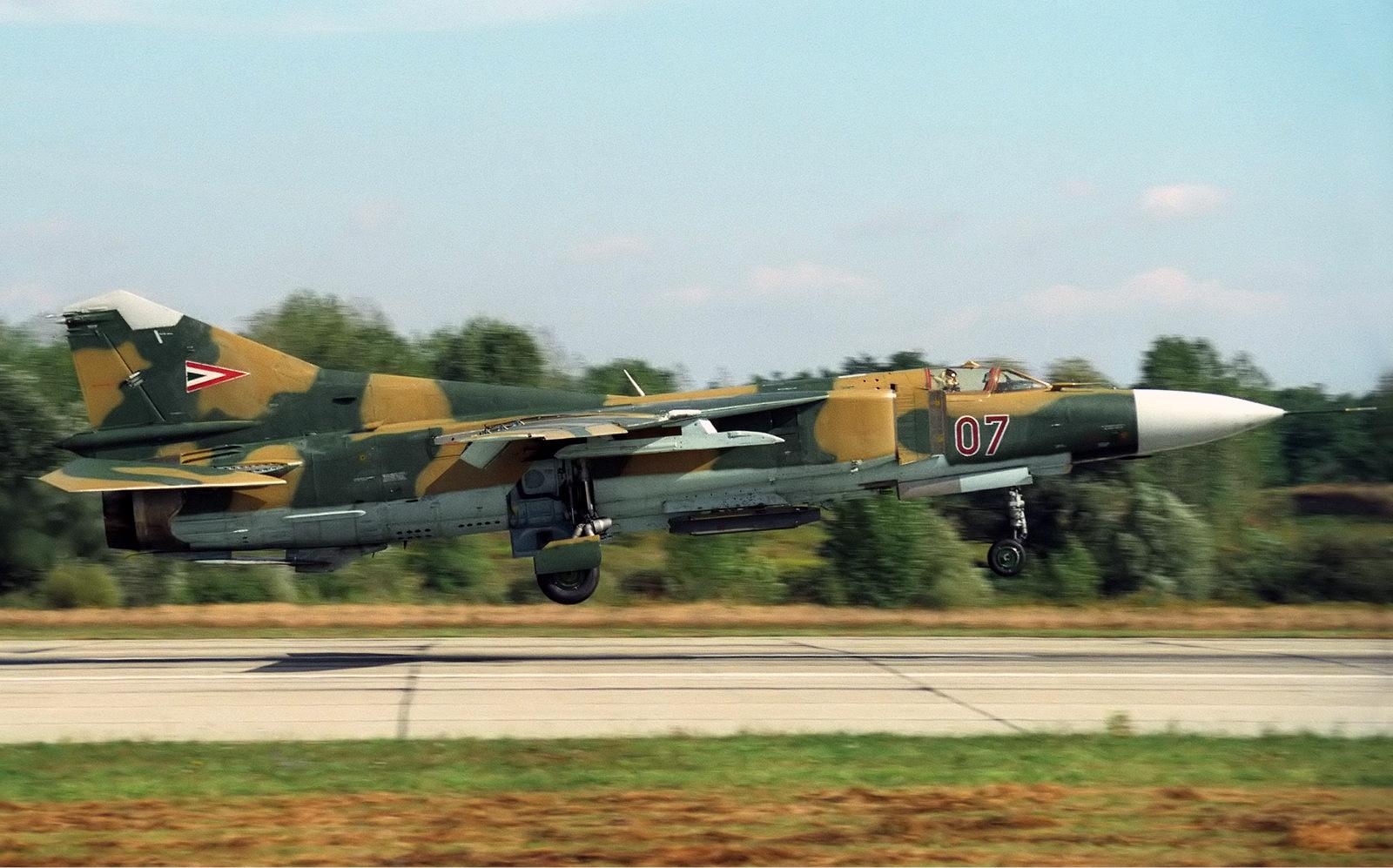 MiG-23MF,Hungarian_Air_Force_Lofting.jpg